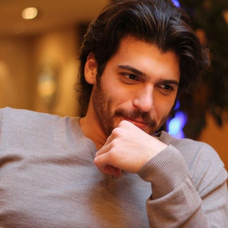 Can Yaman as Yalın in İnadina Aşk